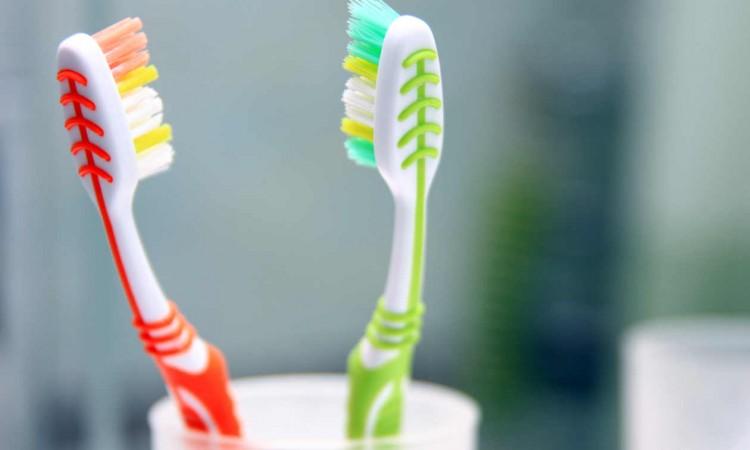 Por-que-no-debemos-compartir-el-cepillo-de-dientes-2