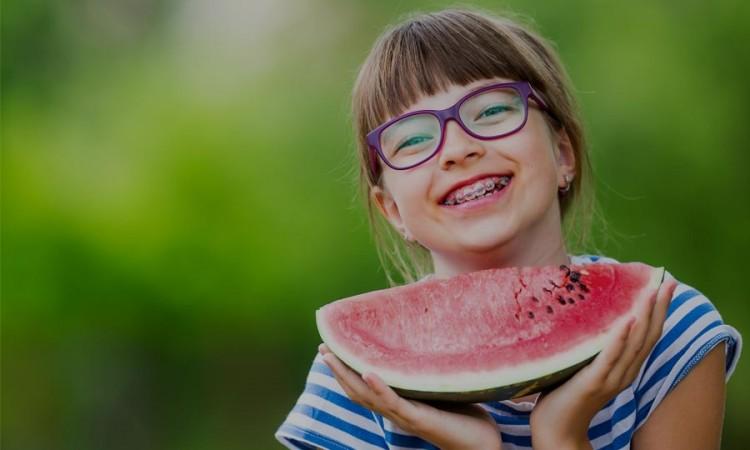 como-cuidar-de-la-ortodoncia-en-verano